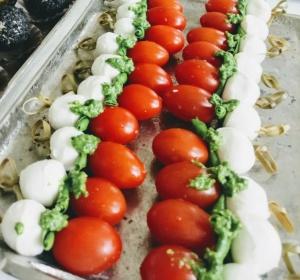 Mini mocarelos ir pomidoro užkandis