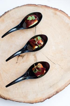 Pomidorų drebučio ir rikotos kremo užkandis - Spoon to The Moon